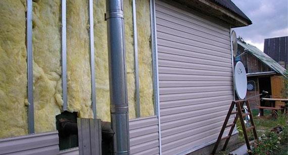 Утепление дома снаружи минватой под сайдинг - два вида обрешетки