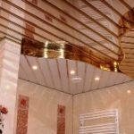 Реечный потолок в душевой