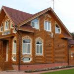 Резные наличники на деревянном доме