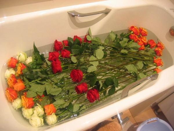 Букет роз в ванной, доставкой харькове