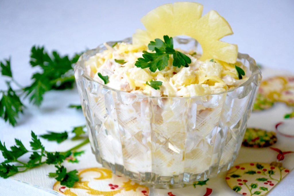Рецепт легкого и вкусного салата с ананасом