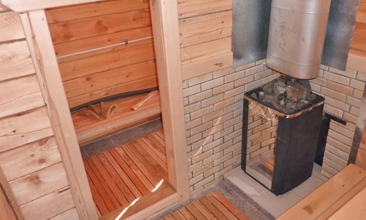 Клинкерной плиткой можно отделать постамент для банной печи